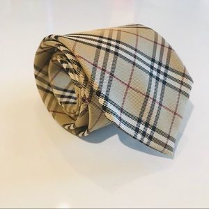 Burberry classic cut silk check tie